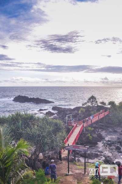bukit menguneng jembatan merah pantai menganti kebumen tempat wisata jawa tengah