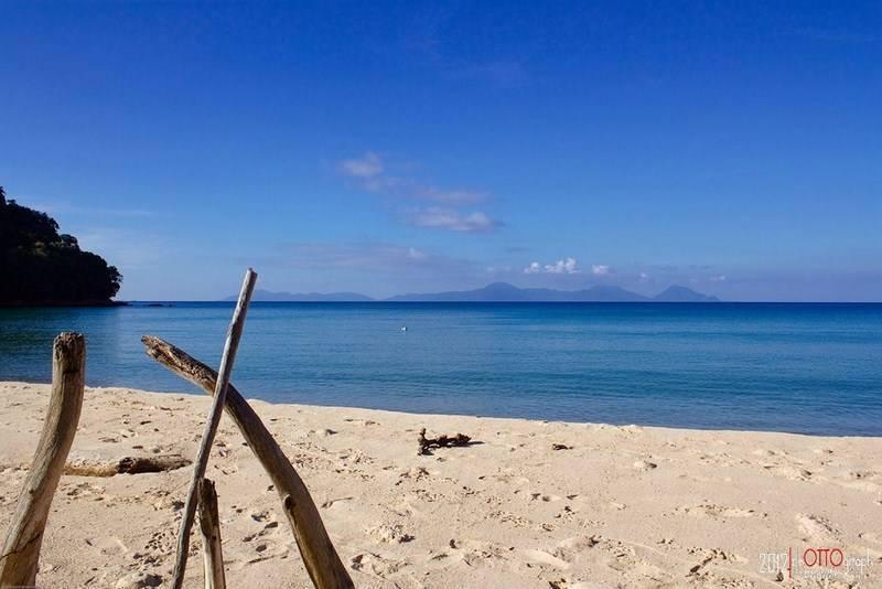 12. Pantai Nipa - Ghozali Qodratullah