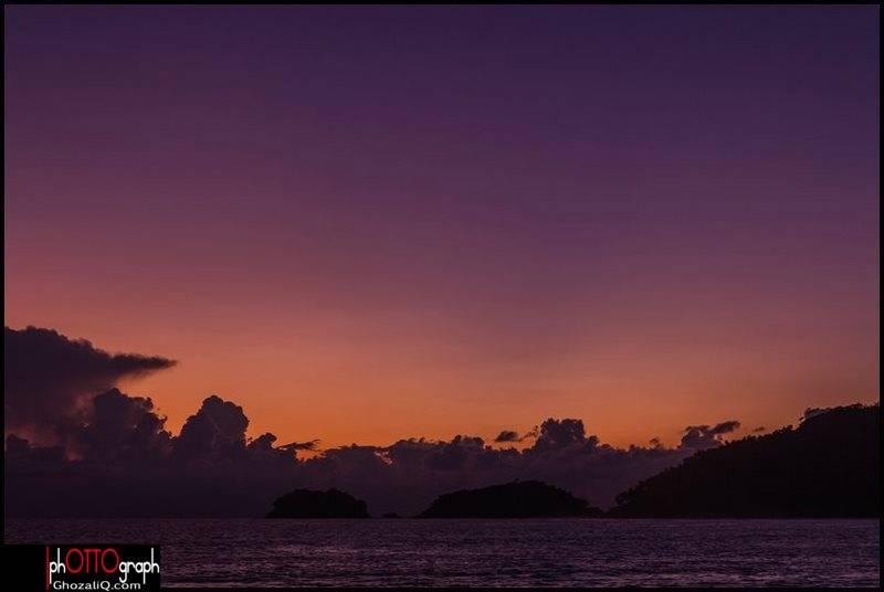 15._ghozaliq_terbenamnya matahari di pantai lambaro